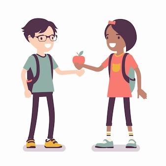 Meisje deelt appel met vriend