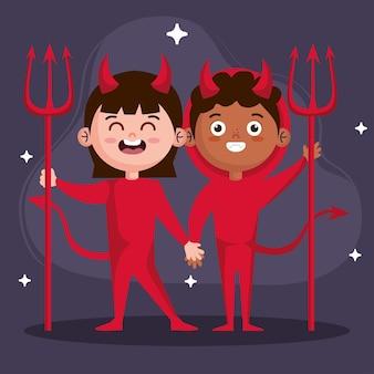 Meisje en jongen met duivelskostuum