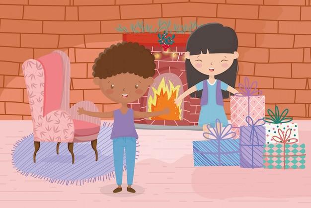Meisje en jongen sofa schoorsteen en geschenken vrolijk kerstfeest