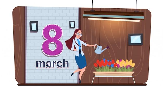 Meisje het water geven tulp bloeit gelukkig vrouwen dag 8 maart-vakantieconcept
