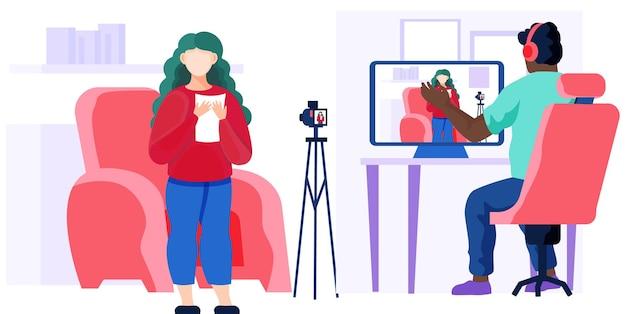 Meisje in een rode trui staat bij de stoel