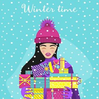 Meisje in roze pak staat in de sneeuw en houdt nieuwjaarsgeschenken vast. platte vectorillustratie.