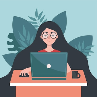 Meisje met laptop zit aan een tafel. concept van freelance, werk thuis. blijf thuis.