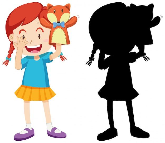 Meisje speelt met pop hand in kleur en silhouet