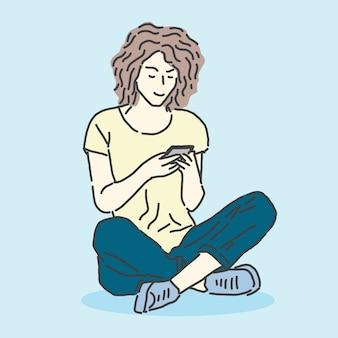 Meisje zitten met slimme telefoon in handen chatten