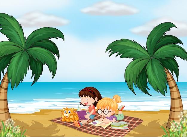 Meisjes lezen in de buurt van het strand
