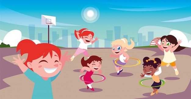 Meisjes spelen en sporten in het stadspark
