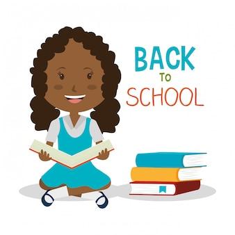 Meisjeslezing door een stapel van boeken
