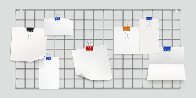 Memorasterbord, wandopstelling met papieren