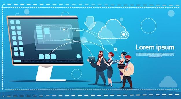 Mengelingsrasmensengroep die gadgets babbel sociaal netwerk communicatie concept gebruiken