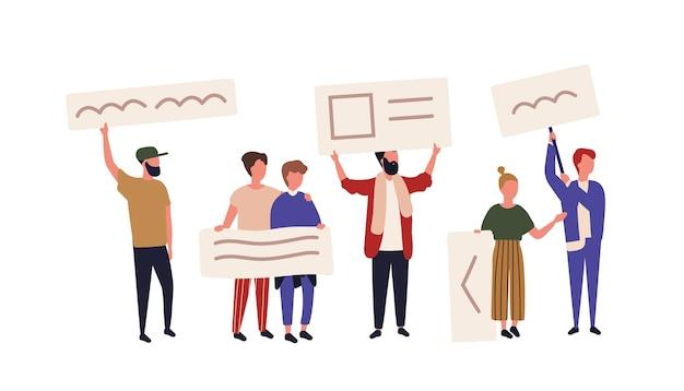Menigte van activisten of demonstranten met spandoeken of plakkaten. mannen en vrouwen die deelnemen aan openbare protestbijeenkomsten, straatdemonstraties, betogingen, demonstraties of marsen. platte cartoon vectorillustratie.