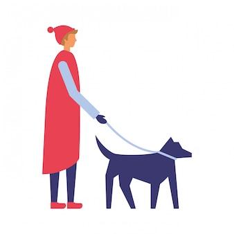 Mens die met de winterkleren haar hond loopt