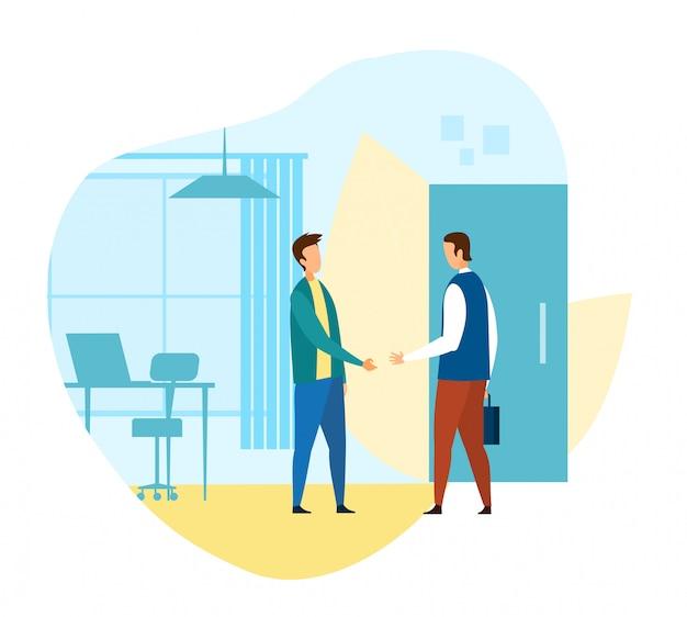 Mens die nieuwe werknemer in moderne slimme kantoor groet