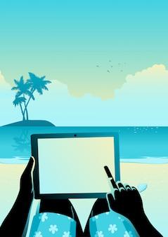 Mens die tabletcomputer op tropisch strand met behulp van