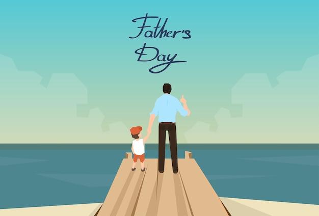 Mens en zoon vaderdagvakantie die zich op houten dok bevinden