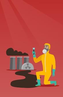 Mens in gasmasker en stralings beschermend kostuum.