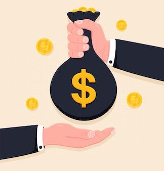 Menselijke hand die geldzak geeft aan een andere persoon betalingsbankieren