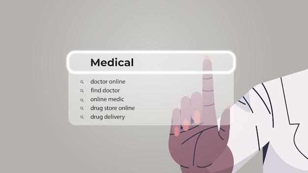 Menselijke hand die medisch kiest in de zoekbalk op het virtuele scherm