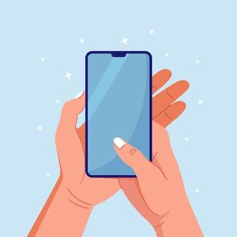 Menselijke handen met telefoon met leeg scherm. de arm van de man raakt het scherm van de smartphone aan