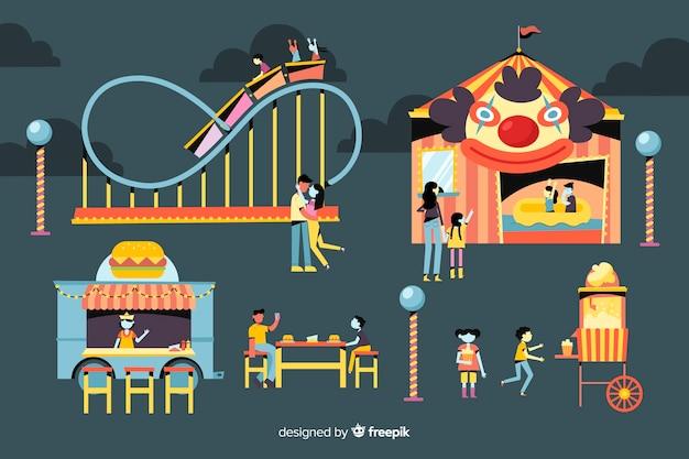 Mensen bij nachtmarkt met achtbaan