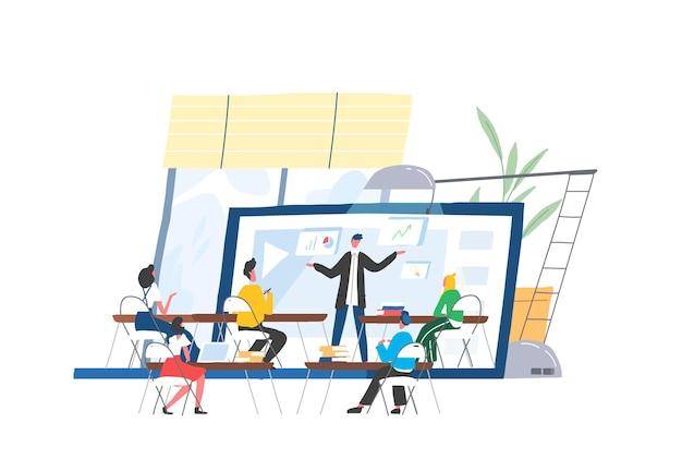 Mensen die aan een bureau zitten voor een docent of spreker op het scherm van een gigantische laptop