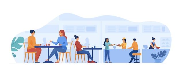 Mensen die eten in de cafetaria's van de food court