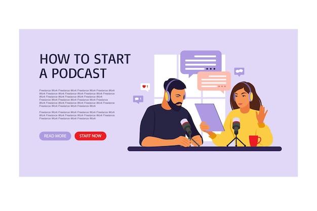 Mensen die podcast opnemen in studio platte vectorillustratie. landingspagina podcaster praten met microfoon opname podcast in studio radiopresentator met tafel platte vectorillustratie
