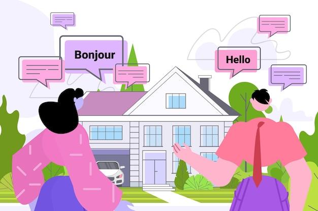 Mensen die vertaaltoepassing gebruiken meertalige groet zakenmensen uit verschillende landen die samen praten internationaal online communicatieconcept horizontaal portret