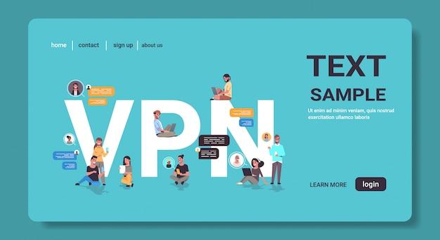 Mensen die virtual private network vpn gebruiken voor communicatie cyberveiligheid en privacyconcept