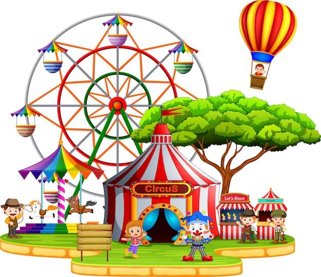 Mensen hebben plezier in het circus