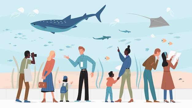 Mensen in oceanarium, ouders met kinderen bezoeken aquarium
