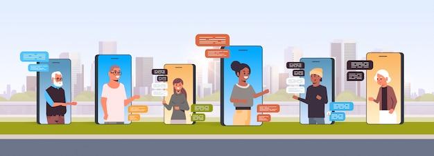 Mensen met behulp van chatten app sociaal netwerk chat bubble communicatieconcept
