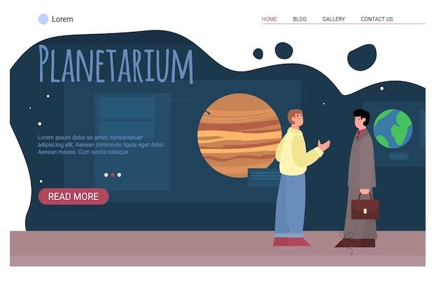 Mensen op excursie in het planetarium om ruimtevoorwerpen of planeten van het zonnestelsel te bekijken