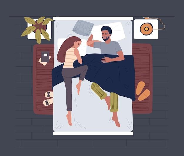 Mensen slapen in bed bovenaanzicht. familie paar in pyjama's in gezellig bed.