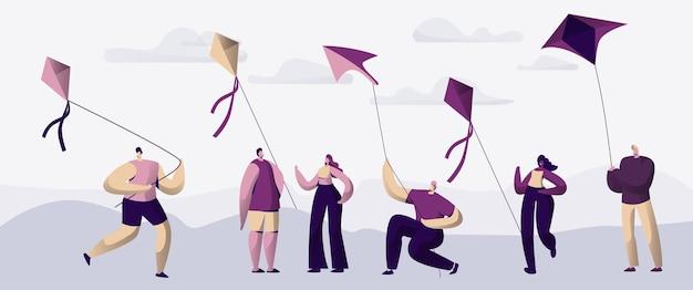 Mensen spelen met fly kite outdoor summer park.