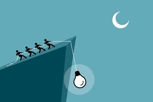 Mensen trekken een idee van de klif naar boven met behulp van touw.
