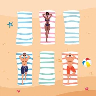 Mensen tussen verschillende rassen op het strand die sociale afstand uitoefenen