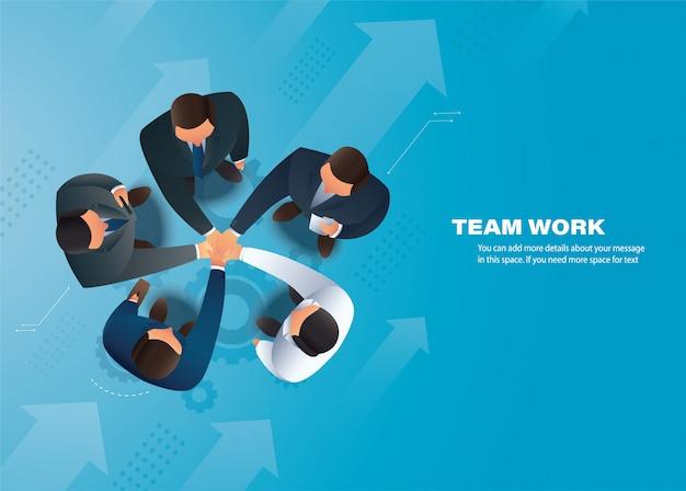 Mensen uit het bedrijfsleven hun handen in elkaar steken, teamwerk