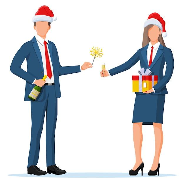 Mensen uit het bedrijfsleven in kerstmutsen op vakantie. kantoorcollega's met champagne en cadeau. zakenvrouw en man viering van het nieuwe jaar. kantoorfeest, bedrijfsvakantie. platte vectorillustratie