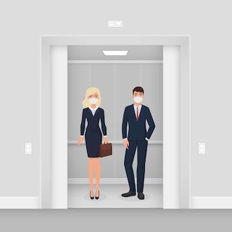 Mensen uit het bedrijfsleven in maskers in de lift