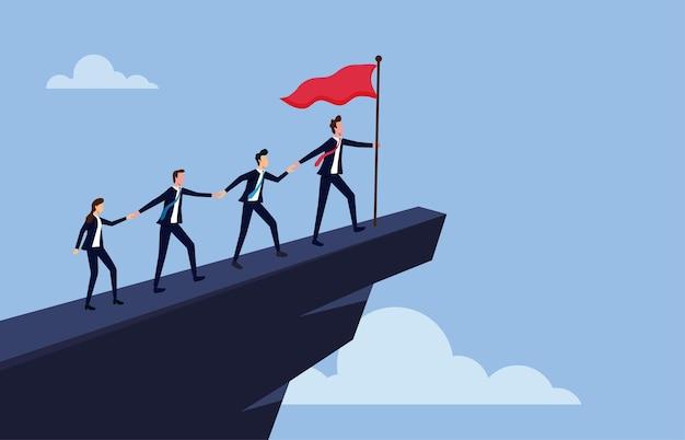 Mensen uit het bedrijfsleven klimmen naar de top van de berg, leider helpt het team om de klif te beklimmen en het doel te bereiken