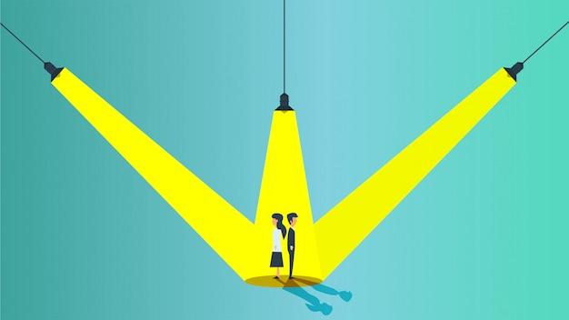 Mensen uit het bedrijfsleven onder het licht van lampen