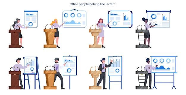Mensen uit het bedrijfsleven staan achter een lessenaar. beambte presteert voor groep mede-werkersreeks. businessplan presenteren op seminarie. wijzend naar de grafiek.