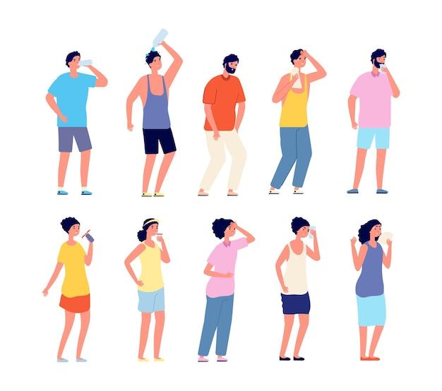Mensen verkoeling hete zomer. zweterige volwassene, vrouw man met koele dranken. persoon ontspanning en drinken, outdoor activiteit vector set. hete mensen drinken water, gezond karakter verversen illustratie