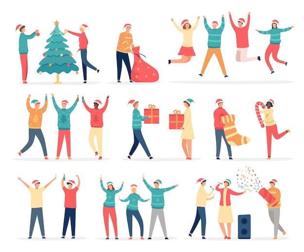 Mensen vieren vrolijk kerstfeest. vrienden en familie op nieuwjaarsfeest dansen, zingen, drinken, versieren boom, houden geschenken en confetti vector set. tas met cadeautjes, karaoke zingen en lol maken