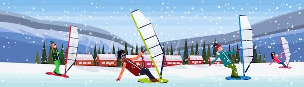 Mensen windboarding in de sneeuw