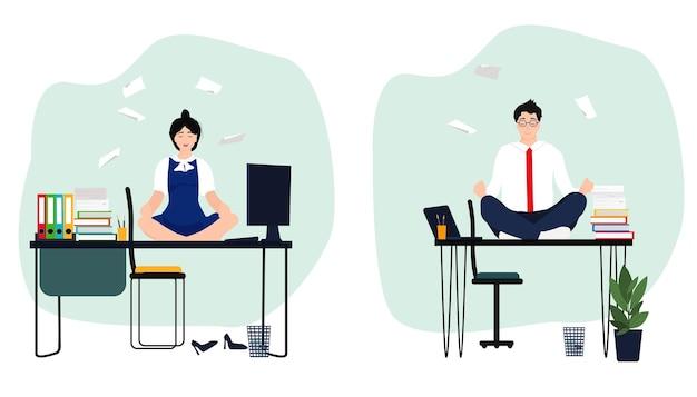 Mensen zitten in de lotushouding en mediteren op een bureau. kantoor yoga, ontspanning, rust.