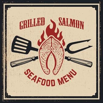 Menu met zeevruchten. gegrilde zalm met gekruiste vork en keukenspatel op grungeachtergrond. illustratie