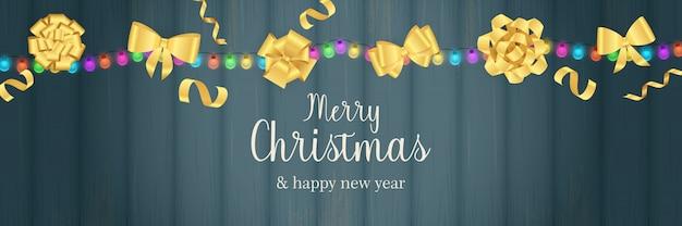 Merry christmas banner met gouden bogen op blauwe houten grond