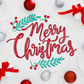 Merry christmas belettering op kerstmis foto